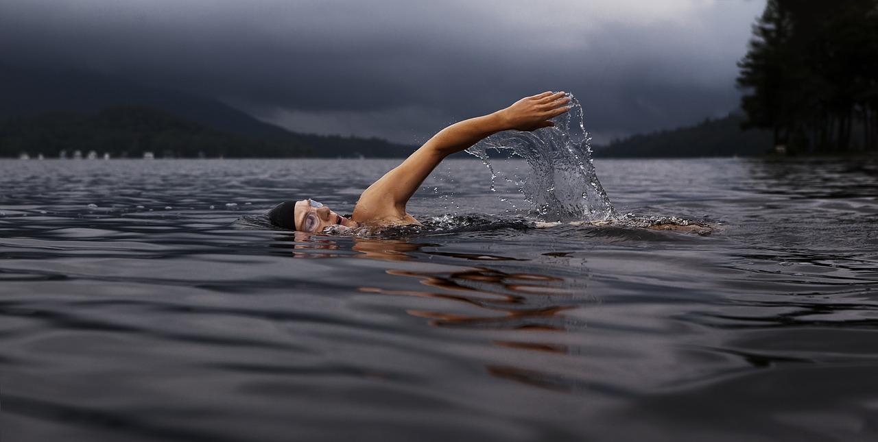 swim-864383_1280